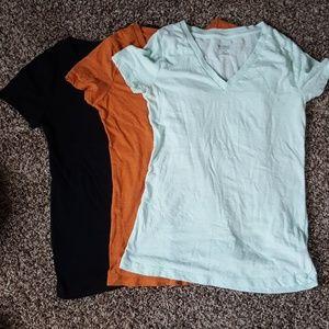 Bundle of 3 v-neck shirts